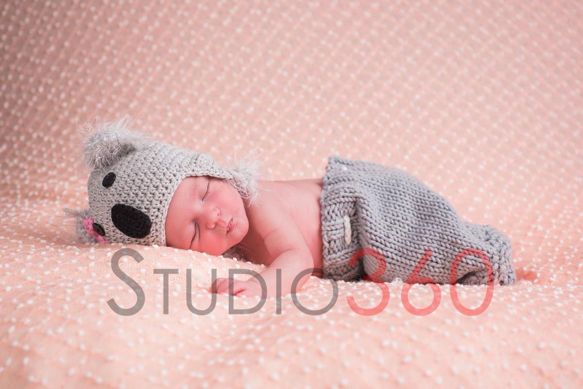 Sesion de newborn en estudio San Roque Studio360